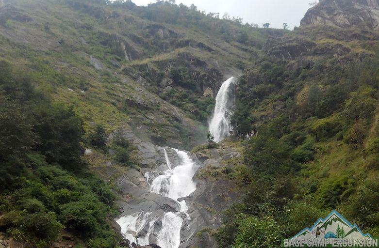 Rupse Falls on Kalopani to Tatopani trek distance, weather, route map via Ghasa & Dana